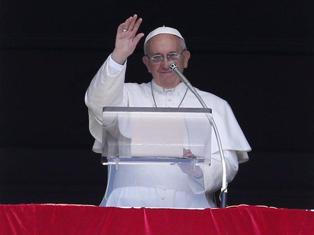 """El Papa pide """"no tener miedo de ser y vivir"""" como cristiano"""
