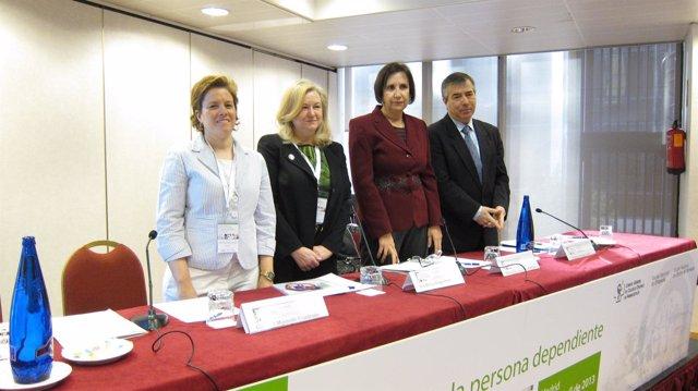 Imagen de los expertos en la inauguración de la jornada de dependientes de CGCOF