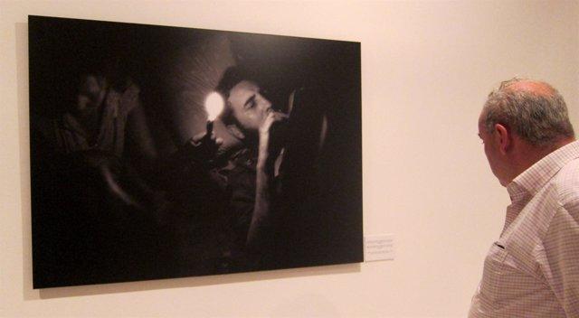 Instantánea de Fidel Castro en la exposición sobre Enrique Meneses en el IVAM.