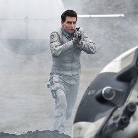 Oblivion: Tom Cruise, héroe en un futuro apocalíptico y deslumbrante