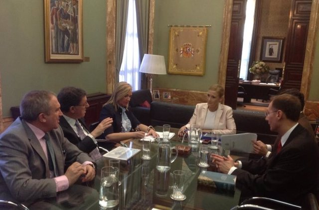 Reunión de la delegada del Gobierno con los empresarios del ocio nocturno
