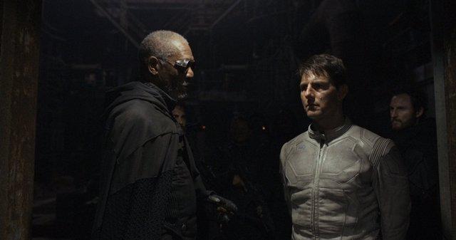 Oblivión con Tom Cruise y Morgan Freeman