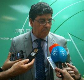 """Valderas espera que el Gobierno fije el déficit para Andalucía """"como mínimo"""" en un 1,5 por ciento para 2013"""