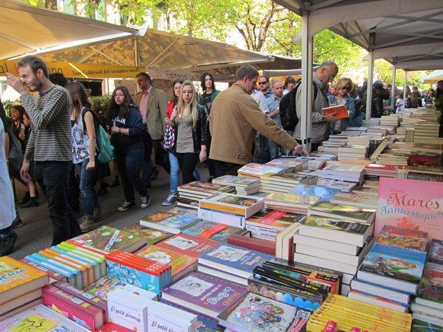 Parada de libros en Rambla Catalunya Sant Jordi