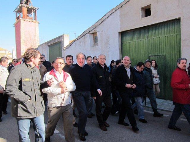 Herrera pasea por Villalar junto a otras autoridades