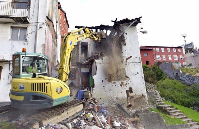 Derribo del edificio del Río de la Pila incendiado la semana pasada