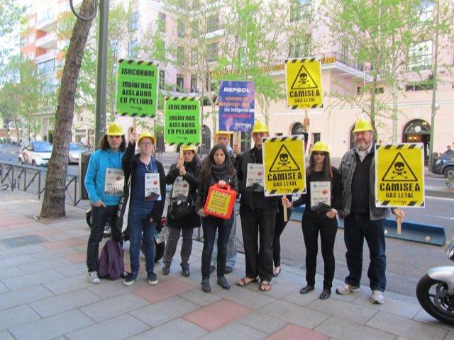 Concentración de Survival ante la Embajada de Perú