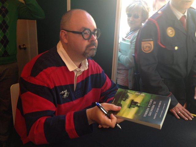 El escritor Carlos Ruiz Zafón en Sant Jordi