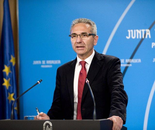 Miguel Ángel Vázquez en rueda de prensa en el Consejo de Gobierno