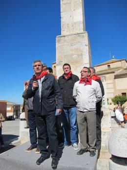Julio Villarrubia toma la palabra en el monolito de Villalar