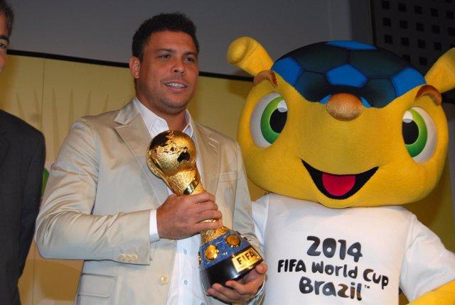 Ronaldo durante la presentación de la Copa Confederaciones 2013
