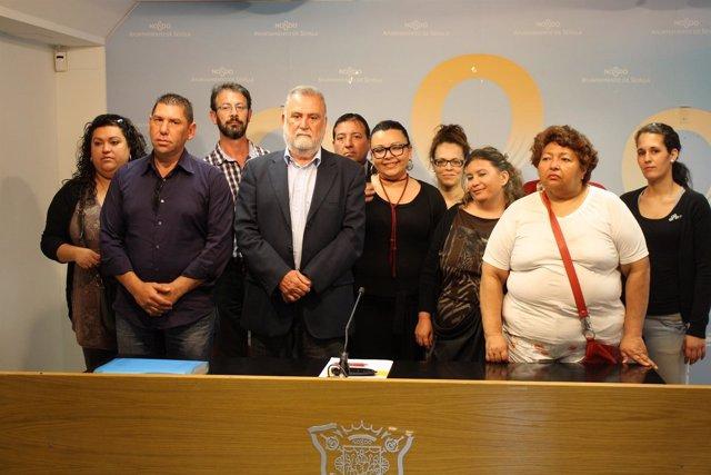 Familias afectadas de Sevilla Este con Torrijos