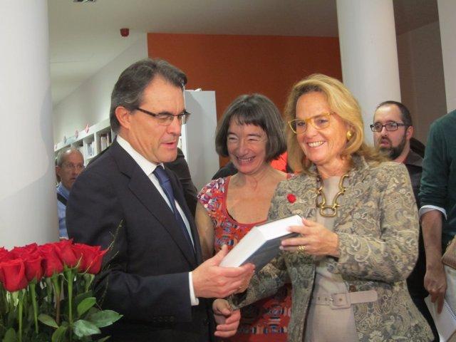 Artur Mas y H.Rakosnik, en la Diada de Sant Jordi