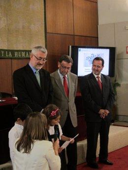 El consejero de Economía, Innovación, Ciencia y Empleo, Antonio Ávila (izquierda