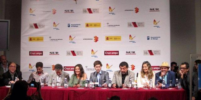 Equipo de la películas somos gente honrada festival de cine de málaga