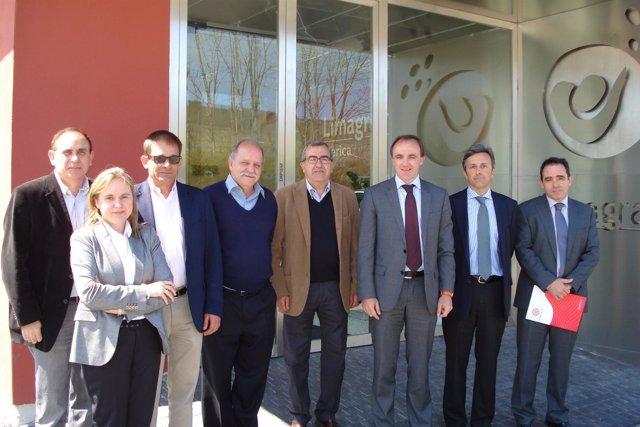 Guembe, Álvarez y el consejero Esparza, junto con directivos de Limagrain.