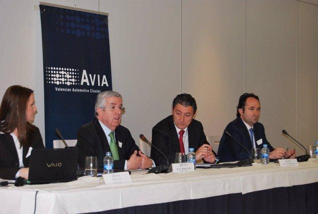 Responsable de AVIA junto al secretario autonómico de Turismo