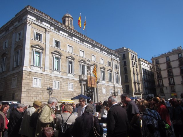 La plaza Sant Jaume con el Palau de la Generalitat
