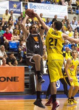 Roger Grimau 44 Uxue Bilbao Basket