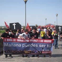 CCOO porta ataúdes en homenaje a los difuntos por Accidentes Laborales