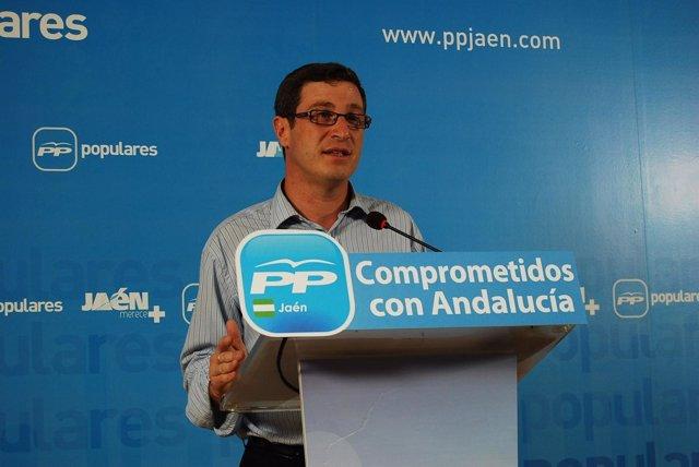 Miguel Contreras.