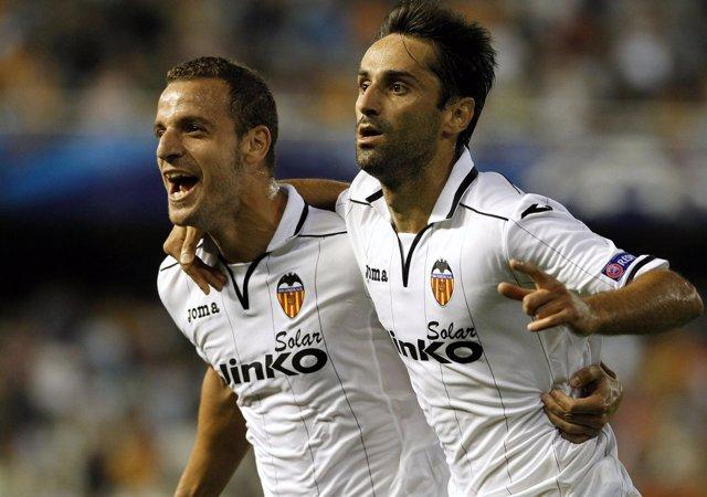 Soldado y Jonas, jugadores del Valencia