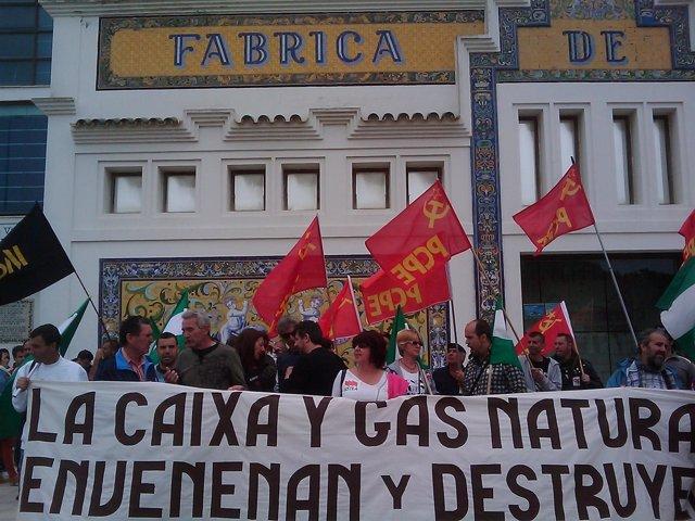 Colectivos se concentran en Sanlúcar (Cádiz) contra el gasoducto en Doñana