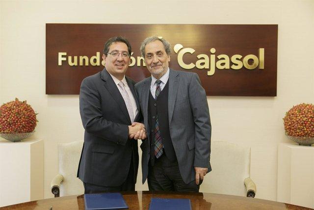Antonio Pulido y José Chamizo tras la firma del Convenio