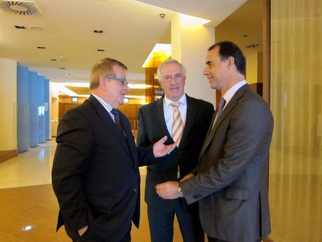 Sánchez , Corrales y Antón tras la reunión de Feafes en Valladolid