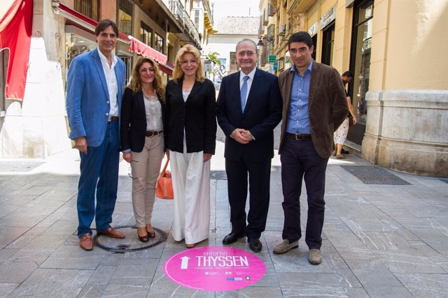 La baronesa Thyssen y el alcalde de Málaga pasean por el 'Entorno Thyssen'