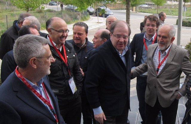 Agustín Prieto reside a representantes públicos en el VI Congreso de UGT CyL