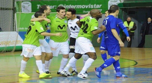 El Inter Movistar celebra uno de los goles al Azkar Lugo