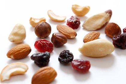 Los peligros de los frutos secos en niños