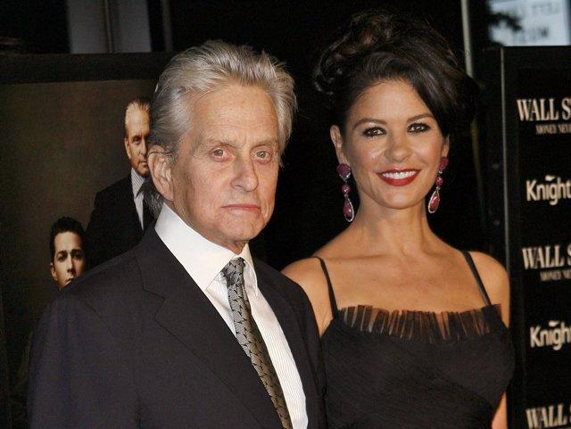 El matrimonio de actores Michael Douglas y Catherine Zeta-Jones atienden la prem
