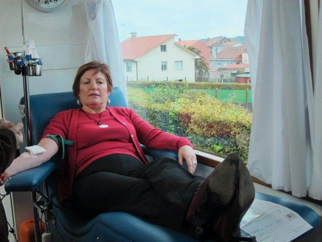La conselleira de Sanidade dona sangre en una unidad del CTG