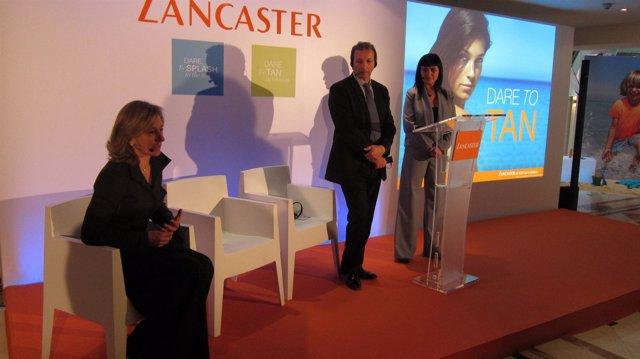 Imagen de los expertos de Lancaster presentando los productos contra rayos IR