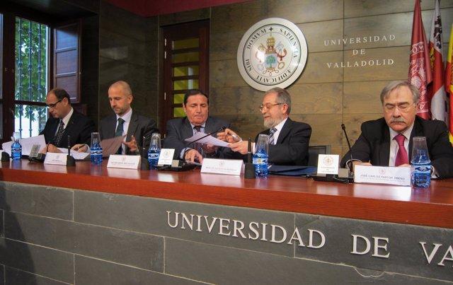 Sacristán y Sáez Aguado se intercambian el convenio ante Pastor y Marcilla