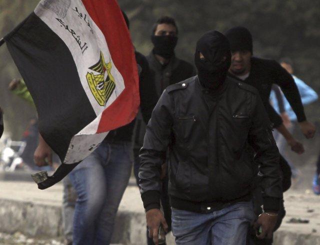 Miembros del grupo radical Black Bloc en Egipto