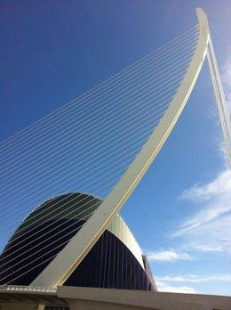 Puente de l'assut de l'or y Ágora al fondo