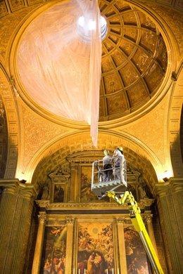Retirada de la malla de seguridad en la Iglesia de la Anunciación de Sevilla