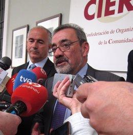 J.V.González (Cierval) atiende a los medios junto a J.Matas (SabadellCAM).
