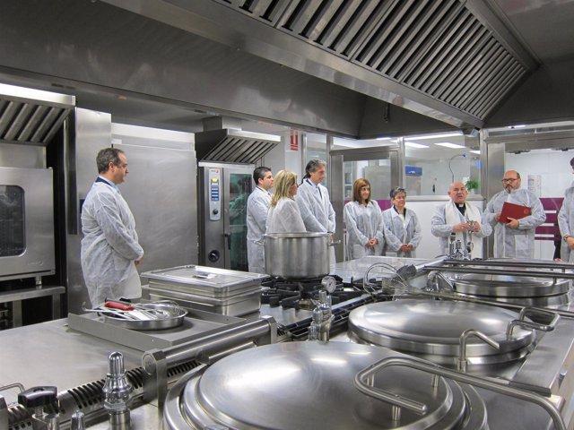 El centro hospitalario inaugura sus nuevas instalaciones de cocina