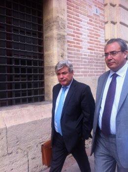 Blanco Balín acompañado de su abogado en el TSJCV