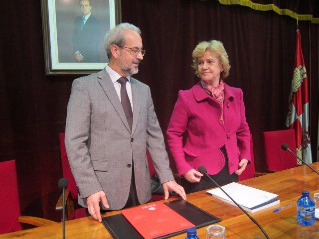 Soledad Becerril junto al rector de la USAL, Daniel H. Ruipérez