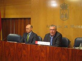 PSOE acusa a la Comunidad de ordenar desmantelar mesas de recogida de firmas contra la externalización sanitaria