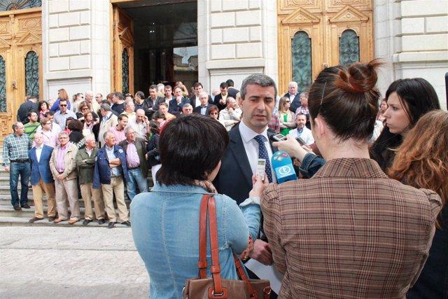 Gutiérrez atiende a los medios