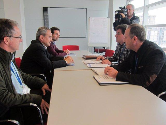 Reunión entre trabajadores de AZSA y representantes de la Administración