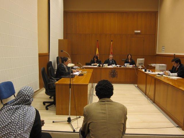 El fiscal pide 14 años de cárcel para dos padres por la ablación de sus hijas