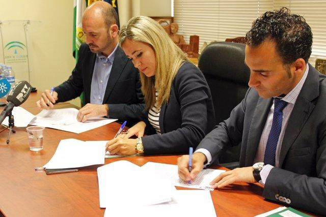 El alcalde de Cártama y los delegados de Educación y de Salud y Bienestar Social