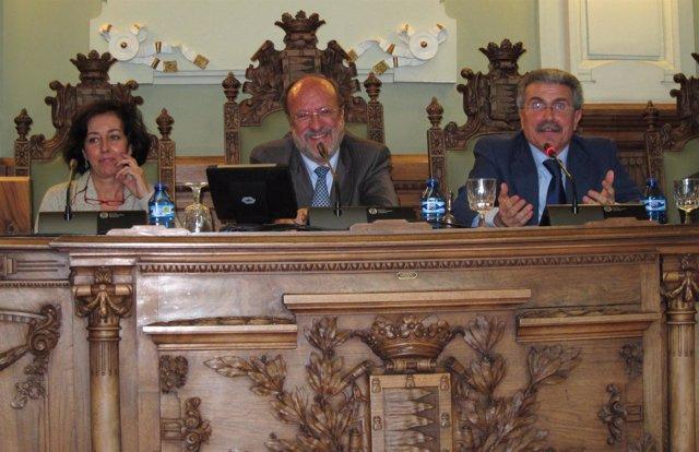Imagen de archivo. Mesa presidencial del Pleno del Ayuntamiento de Valladolid